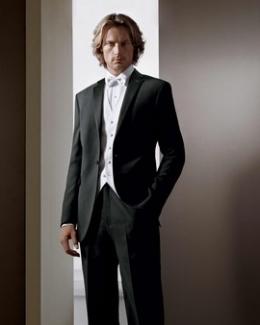 Calvin-Klein-Tuxedo