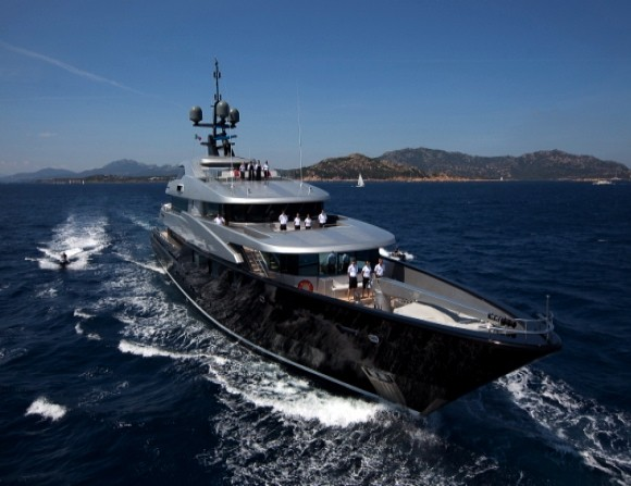 Simon Cowell Slipstream Superyacht hald million dollars a week rental usa investment