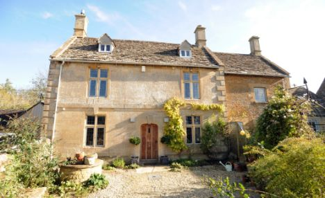 kate-moss-house-cotswold-farm-england