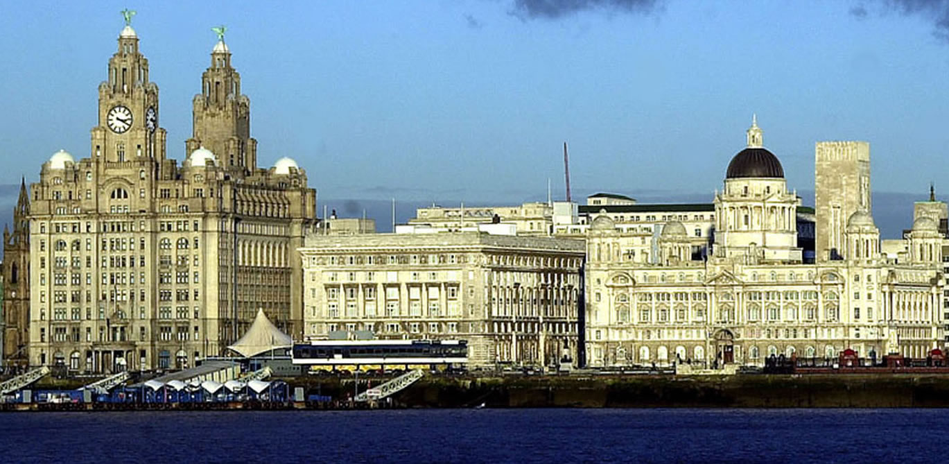 liverpool-waterfront-liver-building-albert-dock