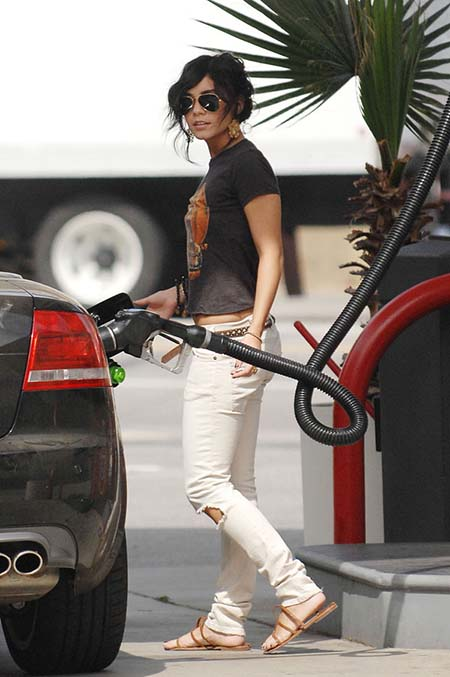 Vanessa Hudgens pumps gas for Zac Efron